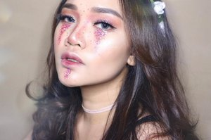 Eat glitter for breakfast and shine all day✨ . . . . . . . #motd #makeupoftheday #art #mua #muajakarta #muaindonesia #makeupmakeupartist #indobeautyblogger #beautyblogger #beauty #blogger #indobeautygram #beautybloggerindonesia #youtuber #youtuberindonesia #makeupwisuda #makeuprevolution #wakeupmakeup #hudabeauty #vegasnay #mymakeup #ofracosmetics #muaawesome #lipstick #liquidlipstick #giveawayindonesia #clozetteid #clozetteidreview
