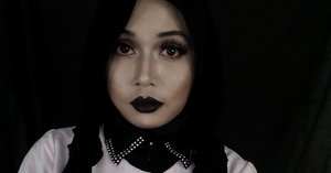WEDNESDAY ADDAMS INSPIRED MAKE UP FEATURING FIA NAIL WITCH FAUX NAIL ART