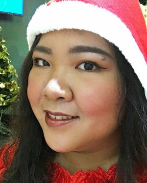 Wearing the rose gold look today to my son's School Christmas Celebration 💖 It compliments my Red Dress very well 😊 check out the tutorial on my channel. Link is on bio ☝.#blossomshine #christmas2017 #christmasmakeup #makeuplook #makeupnatal #natal2017 #booklook #makeuptutorial #beautybloggerindonesia #beautiesquad #kbbvmember #clozetteid