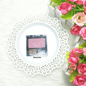 It's been a while since I last played with my @rimmellondonuk Blush. . This blush has a good buildable shade. If you like a natural blushing finish, this blush is for you. . For me, I like this blush for day look. Coz, I opted for natural look or no makeup makeup look for day to day look. For night look, although as I mentioned on my last post, I prefer a more classic elegant look or natural glam look; but I will apply bolder blush to balance the whole look. If the blush is too natural, it may not compliment the eyes and lips look. . Have you ever tried this blush yet? What do you think? . #blossomshine #rimmellondon #blushon #makeuptalk #makeuphauls #dailymakeup #naturalblush #beautiesquad #bloggerperempuan #kbbvmember #femaleblogger #clozetteid #flatlay #instamakeup