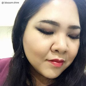 Tonight's look for going to a friend's wedding 😘 Happy Weekend everyone! 🎉 #blossomshine #weekend #smokeyeyes #motd #clozetteid #makeupmafia #makeup #makeupartistjakarta #makeupblogger #makeupjunkie #makeuptalk #wakeupandmakeup #saturdaynight #instabeauty #indonesia #indobeautygram #indonesianbeautyblogger #beautybloggerindonesia #beautyblog #beautybloggerindonesia #makeover #makeupmagic