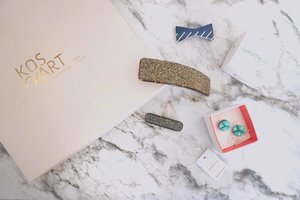 Just received another pretty package from @kosmart.eu . What a sweet hair clip and look at that earrings that is made from @swarovski beads😱 I'm in love. I think it's time for me to re-pierce my ears again? Since mine is gone already coz I've never use any earrings😝. Thank you @kosmart.eu . You can check them for a whole range of accessories collection directly straight from Europe. You can click the link below my profile so you can go straight to the web! . . . . @kosmart.eu #hairaccessories #kosmarteu #kosmart.eu #crystalsfromSwarovski https://www.kosmart.eu #clozetteid