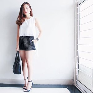 Monochrome weekend. Wearing top from @lapetitwardrobe ☁️ #ootd #clozetteid