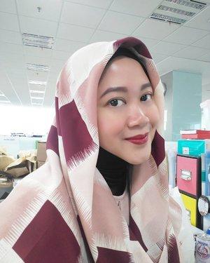 Lagi suka pakai square scarf. Salah satu favorit scarfnya @scarfbycarramalia Tsakep! #clozettehijab #clozetteid #clozettedaily #starclozetter #hotd #hijabstyle #hijabfashion