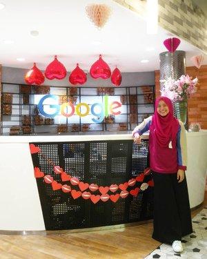 After digital learning by Google Indonesia. Kantornya pewe abis, hahaha. Tempat favorit : Warung Mbah Google aka ruang makannya. Soale makanannya enak2, hahaha. *ttd tukang ngunyah* #clozetteid #starclozetter #clozettehijab #google #googleindonesia #googleoffice #marketingbrand #onduty #workingmom #socialmediamom #lifestyleblogger #ootd #wiwt #hijabootdindo #diaryhijaber