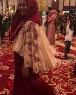 Swing swing at @tiwihandayanim wedding. 💃 Video by the one and only bebooong. 😘😍 #clozetteid #ootd #starclozetter #clozettehijab #swingswing #dress #ladyinred #wiwt #hotd #slowmotion