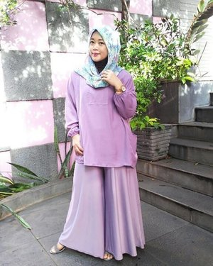 Hello sunshine! #clozetteid #clozettehijab #clozettedaily #starclozetter #ootd #wiwt #hotd #latepost #hijabstyle #hijabfashion #hijabootdindo #diaryhijaber #workingmom #officelook #widepants #hijabinspiration