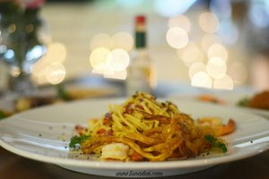 Spaghetti aglio olio with squid and prawn by @gastromaquia So yummeeh... #clozetteid