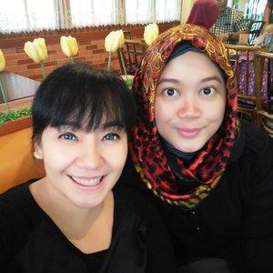 Emang kalo ngedadak malah kejadian yaaaa. Temu kangen sekaligus nularin kebiasaan rajin ngeblog, hihihi. Sekarang tinggal rajin bikin konten dan ngurusin jempol yaaa, hahaha. 😘💕 #clozetteid #clozettehijab #starclozetter #friendship #weekendwellspent #bff #bloggerlife #lifestyleblogger #selfie #wefie #girlfriend