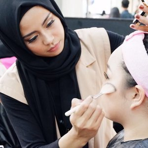 Beauty class with @lagirlindonesia 💄💋. - #lagirlcosmetics #nonahikaru #clozetteID #clozetteambassador #instalike #blog #beautyblogger #beauty #makeup #hijab #naturalmakeup #beautyclass #FDBeauty #makeupaddict #like4like