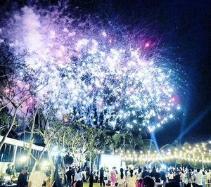 Every fireworks begin with one spark! 'The Bold and the beautiful'  #fireworks #spark #night #party #weddingshowcase #wedding #party #theroyalsantrian #hotel #luxury #villa #royal #moment #love #event #boldandbeautiful #photooftheday #pictureoftheday #WonderfulIndonesia #travel #traveling #traveler #explorebali #clozetteid