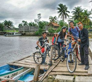 Bike for Discovery is a must in Pangandaran, West Java, the Heartland of Southern Coast. #ExploreWestJava #WonderfulIndonesia  Beyond the beach, Pangandaran offers more natural attractions. choose on of bike tours.  Enjoy the countryside experience across the lush paddy field, garden, and coconut plantation.  Take a breath of fresh air of the village and watch the local farmers starting their day, and try other track and be the downhiller. and may get the experience to cross by boat 😁😁 #bike #bicycle #pangandaran #WestJava #Indonesia #pesonaIndonesia #countryside #nature #freshair #outdoor #boat #coconuttree #village #travel #travelling #traveller #travelinstyle #photooftheday #lifestyle #trip #knithat #fashion #clozetteambassador #clozetteID @clozetteID