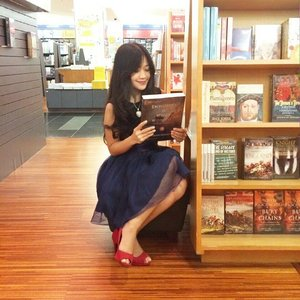 When you read something interesting at the bookstore~ photocred: Sofie #ootd #ootdmagazine #ootdindo #tulle #tutuskirt #blue #redshoes #fairytale #blacktop #love #heart #necklace #fashion #fashionista #fashionid #fashiondiaries #instastyle #aboutalook #ClozetteAmbassador #clozetteID @clozetteid #lookbookindonesia @lookbookindonesia #beritafashion #formaldaily