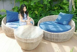 I do faling in love with blue 💙 #Bogor #clubhouse #swimmingpool #sofa #blue #ootd #ootdindo #minidress #interiordesign #fashion #lifestyle #girl #lady #clozetteID #clozetteambassador