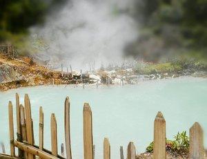 It's not a pool, it's a crater! Very hot Darajat Crater, Garut #PesonaGarut #PesonaIndonesia Kawah Darajat (di Desa Padawaas, Kec. Pasirwangi, Garut, Jawa Barat) merupakan sebuah kawah yang masih aktif.  Keistimewaan objek wisata ini ialah kawahnya yang mengeluarkan uap panas bumi, juga reka bentuk alam seperti pegunungan dan perkebunan.  Darajat Crater region has a charm in the form of craters that produce steam heat and landscape scenery of mountains and plantations. Visitors who come to the crater area Darajat can do tourism activities such as trekking, enjoy the views, and research into the crater. #WonderfulIndonesia #crater #kawahDarajat #Garut #WestJava #travel #traveling #traveller #traveler #tourism #travelling #trip #steamheat #naturelovers #nature #trekking #lifestyle #clozetteid #clozetteambassador