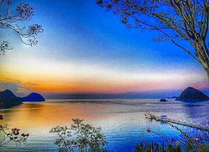 #BestofIndonesia Breathtaking Labuan Bajo sunset-twilight 🌇 view 😍  #pesonaIndonesia #sunset #twilight #view #LabuanBajo #Flores #NTT #Indonesia #wonderfulIndonesia #Travel #traveling #traveler #traveller #travelling #tourism #beautiful #boat #trees #hill #photooftheday #sky #skyporn #happynewyear #clozetteid #clozetteambassador #melengkapiIndonesia