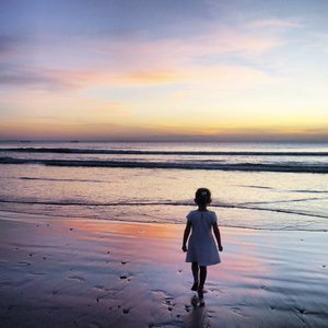 I'm a little girl in a big big world~👯 #littlegirl #girl #bigworld #imagination #beach #sunset #twilight #silhouette #siluet #reflection #sky #skyporn #bali #Indonesia #PesonaIndonesia #wonderfulIndonesia #traveling #traveler #travel #nature #naturelovers #beachsand #clozetteid