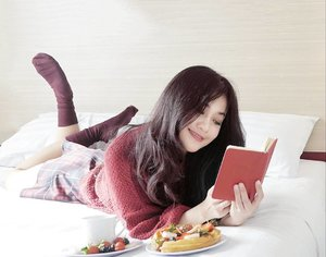 Yeah, I got issues.. And one of them is how bad I need you~☺ #diary #secret #girl #issues #juliamichaels #ineedyou #missyou #missingyou #ootd #sotd #bed #red #sweater #shock #tartanskirt #cup #strawberry #book #fashion #lifestyle #pictureoftheday #photooftheday #clozetteambassador #clozetteid