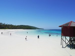 Heaven on earth! The beauty of Maratua beach😍😍😍 White sands stretching, along with clear blue sea water and corals. One of the best white sand beach!😘 #Maratua #beach #island #whitesand #blue #sea #sky #clear #beautiful #travel #traveling #traveler #traveller #travelling #wonderfulIndonesia #PesonaIndonesia #Indonesia #holiday #bestshot #bestvacations #vacation #heavenonearth #coral #heaven #instagood #lifestyle #clozetteid #clozetteambassador #BestofIndonesia