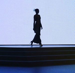 Keep your head, heels, and standard high, girls! I like woman silhouette. It shows beauty without showing her face and skin. 💕 #silhouette #woman #beauty #heels #quote #womanbody #fashion #IndonesiaFashionWeek #Fashionweek #stage #ifw2017 #fashionshow #kebaya #Indonesia #clozetteid