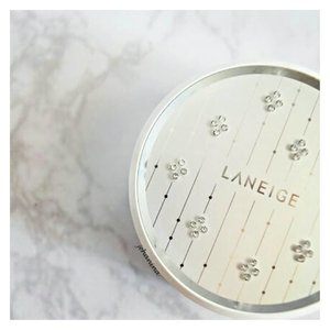 Those crystals!!!! 💎💎💎💎Review about this Laneige BB Cushion X Crystal Swarovski Pore Control No.21 is up in my blog, link in my bio as usual 💕 . . . . #laneige #laneigeid #laneigebbcushion #reviewlaneige #bbcushion #laneigexswarovski #swarovski #clozetteid #beautyblogger #skincareblogger #indonesianbeautyblogger #femaleindonesiablogger #beautybloggerid #tampilcantik #bloggerperempuan #ulzzang #makeup #motd #instamakeup #facetofeet #instabeauty #beautytalkindo #beautynesia