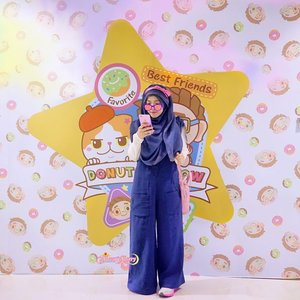 I love wearing long dresses / skirts but sometimes I need another option for occasions like long march, jogging, or running. That's why I was so happy when I found this dark blue Jumpsuit in @aeonmall_jakartagardencity [KireiDesu Brand] , it's comfy for running (because I wish not to run / workout in Gamis / maxi dresses 😐) but it's just as wide and covering as long skirt / dresses that it doesn't show any shillhouette I don't wish to show at all! especially on the back-and-lower parts 🍑, and it's also not making the shorty me looking awkward... because many jumpsuits make me look even shorter and rounder, or just too tight especially on the back part 🍑. Plus! It has ZIPPER so it's really friendly for a breastfeeding Mom! I can wear a buttoned shirt underneath. I think you may see me wear this a looot, again and again!..Do you know / have fav shops which sell jumpsuits (or overall dresses) like this?