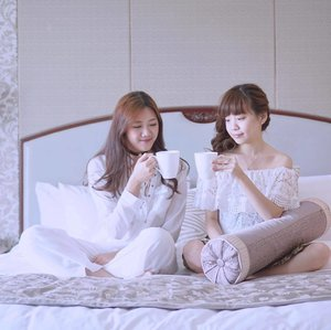 Enjoying our cup of tea on bed 🍃💛 Two weeks ago I had a pleasant staycation at @shangrilajkt with my baes! It was indeed one of the most memorable weekend I ever had, crazy hectic week but super fun!! Lastly thank you @makeupplus_id @makeupplusapp for this 🎁🎊I'm missing the long chit chat over lays and doritos🔥 let's plan on a next one soon? 😉 #happiness #grateful . . . . . . . . . . . . . . . . . . .  #styleblogger #vscocam #beauty #ulzzang  #beautyblogger #fashionpeople #fblogger #blogger #패션모델 #블로거 #스트리트스타일 #스트리트패션 #스트릿패션 #스트릿룩 #스트릿스타일 #패션블로거 #bestoftoday #style #staycation #l4l #ggrep #ootd  #friends #bblogger #girls #clozetteid #smile