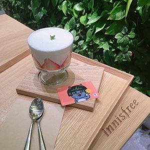 Missing night outs over 🍰🍵 when the night drops till -10 °C @meisatelier ❤🌬#clozetteid #innisfreecafe #seoul #sweettooth #dessert #stevieculinaryjournal . . . . . . . . . . .  #styleblogger #vscocam #beauty #lifestyle #yummy #ulzzang  #beautyblogger #fashionpeople #fblogger #blogger #패션모델 #블로거 #스트리트스타일 #스트리트패션 #스트릿패션 #스트릿룩 #스트릿스타일 #패션블로거 #bestoftoday #style #ggrep #l4l #strawberries #flatlay