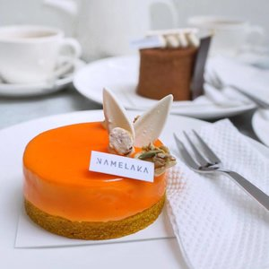 Cheers to weekend with something sweet 😋 // spotted carrot cake and tiramisu by @namelaka.id not a fan of 🥕but this is irresistible 😜 #stevieculinaryjournal . . . . . . . . . . . . . . . . .  #styleblogger #vscocam #beauty #ulzzang #fashionpeople #blogger #패션모델 #블로거 #스트리트스타일 #스트리트패션 #스트릿패션 #스트릿룩 #스트릿스타일 #패션블로거 #bestoftoday #style #jktgo #bblogger #clozetteid #sweettooth #dessert #yummy #foodie #cafehopping #ggrep