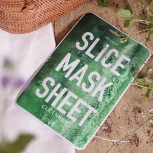 "My favourite leisure is ""Me time"" however these days I find it pretty hard to spare sometimes for myself due to work hence I find masking the fastest and most effective ""me time"" to relax and seize the most out of the 10-20 mins while pampering my tired skin. . . - Here's a very unique sliced mask in the market by @kocostarid ❤️ love that this masks makes my skin feeling hydrated after use. Since its sliced mask you can place them accordingly... not to forget the ultra cute presentation 😍 now its availableat @kaycollection . . . . #kaycollection #kocostar #mask #kbeauty #ulzzang #clozetteid #ggrep #collabwithstevie #beautifulmatters #tampilcantik #wakeupandmakeup #beautyjunkie #beautyenthusiast #charisceleb"
