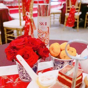 Look at this newest SKII CNY FTE bottle  with colourful Phoenix Suminagashi design. This special limited edition bottle only launch in Asia ❤ so come to Central Park atrium from 18-22 Jan and get special promo for CNY limited edition set and saves up to 45% only at @centralparkmall Atrium CNY event. #SKII #changedestiny #SKIIGifts #SKIICNY_ID #wanitaphoenix #ClozetteID......... #styleblogger #vscocam #beauty #ulzzang  #beautyblogger #fashionpeople #fblogger #blogger #패션모델 #블로거 #스트리트스타일 #스트리트패션 #스트릿패션 #스트릿룩 #스트릿스타일 #패션블로거 #bestoftoday #style #makeupjunkie #l4l #skincare #makeup #outfitinspo