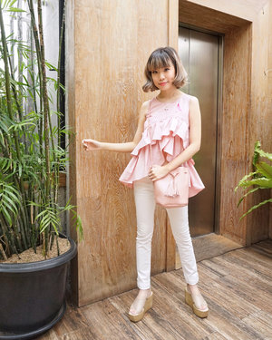 Earlier at the #pinkribbon25 event with @esteelauder and @lovepinkindonesia to support @bcacampaign and spread awareness about the importance to self-check in order to help promote a mission of world free of breast cancer!! 🎀💕#esteeid #esteegirl . . . . . Wearing my lovely pink ruffles top from @atticwillow !! Love how it matched my bag so well 💓 #StevieWears #lykeambassador #cgstreetstyle #ggrep #ootd #ootdindo #lookbookindonesia #ggrepstyle