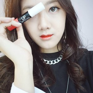 Yeapppp, tried it~ another hot item in Korea right now @yurica_korea Lip Tattoo Pen! It's kissproof and very long lasting. It has 2 applicators, one for the lip pen and one for the gloss. 💕 it doesn't make your lip dry like others did~  It's still rare in Indonesia but now you can find it at @charis_official or just simply click the link on my bio 😁  Thank you @charis_official for sending me this! 😚  Wanna get free goodies like I did? Join #CHARISCELEB now! Everyone can be Charis Celeb!  #charis #CharisCeleb #Korea #liptattoopen #Yurica #stellasreview #clozetteid . . . . . #beautyblogger #beautycare #beautyqueen #beautyblog #makeupaddict #makeuplover #makeupforever #makeupbyme #makeupoftheday #makeupgeek #beautyguru #beautyproducts #beautytips #뷰티블로거 #셀카 #셀피