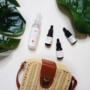 Hands down to these natural oils from @cara.carrier ! I've been using it as a primer and it sets my makeup beautifully ! It gives natural glow and healthy complexion to your skin~ JOIN MY GIVEAWAY and stand a chance to WIN your favorite natural oil and rose water from @cara.carrier ! (Scroll down to the giveaway video ! Or just click the link on my bio) ☝️ 💙 there will be 3 lucky winners for this giveaway~ and the winners will be announced on 20th of December on my instastory ! Stay tuned ! 💋🎄#earlyChristmasgift #christmas #naturaloil . . . . . . . . . . . . . . . . . @indobeautygram @bvlogger.id @indovidgram  #IVGbeauty #indobeautygram #indovidgram #beautymood #asianvlogger #clozetteid #makeup #makeupartist #mua #instamakeupartist #makeupporn #makeuppower #beautyaddict #eotd #makeuptutorial#wakeupandmakeup #hudabeauty #featuremuas #undiscovered_muas #beautyblogger #beautyvlogger #youtuber #indonesianyoutuber #beautyvideo #makeuptutorial #skincare @awesomemakeu.p @makeup_up #powerofmakeup @powerofmakeup @limitart
