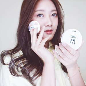 [Short Review]  Today I'm gonna be talking about my new cushion W-Snow CC Cushion from @w.lab  It has a typical spongy cushion I like the applicator sponge, it does a great job of applying and blending the product.  It has low to medium coverage, even full coverage without being cakey.  It set to a dewy finish rather than matte.  And in my case, I have combination skin type, which is very annoying, sometimes it can get very oily, and super dry at the same time.  Also, it has a weird cooling effect once you apply it on your skin, which is good awesome coz I'm living in a very hot country ❄  But this product makes my skin look amazing, so natural and healthy. Without being cakey.  I love the color, the color matches my skintone perfectly  Just like in korean drama, having a dewy and healthy looking skin is such a dream to every girls, right?  Get the best price only at @charis_official  Go to my shop https://hicharis.net/mariaistella96/12z or just simply click the link on my bio 💕  Let's join as #CHARISCELEB now and enjoy the benefits 😍  #더블유랩 #쿠션 #wlab #cushion #WSnowCCcushion #CHARIS #CHARISCELEB #K-BEAUTY #SEOUL #KOREA #stellasreview #clozetteid . . . . . #beautyblogger #beautycare #beautyqueen #beautyblog #makeupaddict #makeuplover #makeupforever #makeupbyme #makeupoftheday #makeupgeek #beautyguru #beautyproducts #beautytips #뷰티블로거 #셀카 #셀피