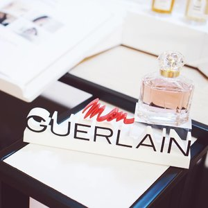 #MonGuerlain perfume has a unique feminine scent, did you know that Angelina Jolie is the current brand Ambassador for Mon Guerlain?? She said that the scent brings back her childhood memories ❤ the scent reminds her to her mama's powder 👄 #ClozetteIDXGuerlain #Clozetteid........#vscocam #vscophile #exploretocreate #vscogrid #peoplescreatives #photoshoot #igdaily #vscodaily #instadaily #instastyle #streetstyle #likeforlike #outfitpost #photooftheday #outfitoftheday #potd #justgoshoot #vscogood #pinterest #portrait #blogger #fashionblogger #bloggerstyle #beautyblogger #lifestyleblogger #indobeautygram #indobeautyblogger