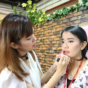 #throwback to my makeup class with @lsprjakarta and @eminacosmetics . - Thank you so much for having me 💖 - #ivgbeauty #ibvbeauty #mvgbeauty #clozetteid #beautynesia #indobeautygram #medanvidgram #medanbeautygram #makeup #makeupclass