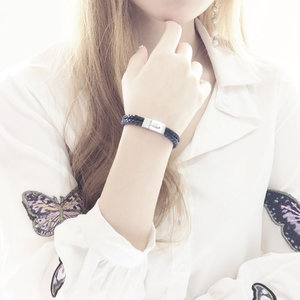 I always say that accessory is an essential item that can really level up your look and sometimes the less complicated, the better - just like this Valoir Bracelet from @mercie.amie . I love the simple detail of the two layers braid and the stainless steel closure, definitely perfect for daily wear 😍. - Fyi, they have variant size for each style and the price is very friendly 😄. So, since #WhiteDay is coming, why don't you get a pair for your couple as White Day gift ? ☺️💕 . . . . . #marcieamieValoir #MercieAmie #AphroditesxB2Pop #AphroditesxFashion #AphroditesxFashionDesigner #B2Pop #Endorsement #Collaboratewithcflo #LeatherBracelet #ClozetteID