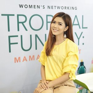 Earlier today attending Mama Day Out : @mamaindonesia X @glitzmediaco  Women's Networking Tropical Fun Day 💛💚💛 . #LetsCelebratewithMAMA #MAMALemonxGlitzMedia #AksiMAMA #POTD #MOTD #bloggers #bloggerslife #lifestyle #lifestyleblogger #glitzmedia #clozetteid #momblogger #mommyblogger #bestoftheday #makeup #beauty #ootd