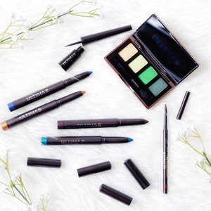Aku kalau main makeup pasti suka berkreasi di mata jadi aku suka banget menggunakan eyeshadow yang tahan lama, maskara selalu yang waterproof, eyeliner dan produk alis pun waterproof. Nah sekarang aku punya semuanya dari rangkaian ULTIMA II Wonderwear  yang punya warna-warna yang cantik dan tahan lama. Review lengkapnya coming soon on my blog 😘www.beautydiarykania.com #BeautyUndefeated with @ULTIMA_id . #ULTIMAII #ULTIMA #potd #makeup #blogger #fdbeauty #bestoftheday #beautyblogger #beautybloggers #beautyinfluencer #makeupartist #clozetteid #l4l #lifestyle #like4like #lifestyleblogger #bloggerstyle #eyeshadow #eyeliner #mascara #eyebrows #