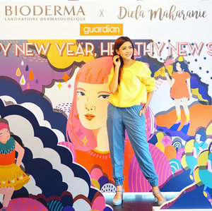 Thank you @bioderma_indonesia invited me to #biodermaxdielamaharanie Collaboration Event and Bloggers Year End Gathering.. Now I know how to prep my skin before and after holiday, and ensure my happy new year, started with healthy new skin! (Psst... I will share on my blog too...).My pleasure to have this vibrant pouch, illustrated especially by @dielamaharanie very cute & stylish 😘. .This limited edition pouch is packed with Sensibio set for only Rp 299.000 and you can get it at @guardian_id .📸 @anitamayaa #BiodermaxDielaMaharanie #BiodermaIndonesia #biodermaxguardian #potd #motd #beauty #blogger #clozetteid #ootd #outfitoftheday #lifestyle #bestoftheday #style #like4like #motd #skincare #makeup #beautyblogger #bloggerstyle #bioderma