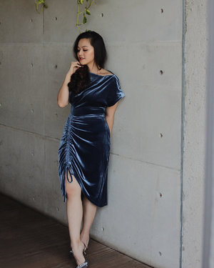 "Crushing on this gorgeous blue velvet dress from @sukithelabel 💙 the high-waisted, stretchy material and zip details perfectly make a slender illusion! Get yours too at @loveandflair and enjoy discount 10% off with code ""TIFFANI"" #loveandflairootd"