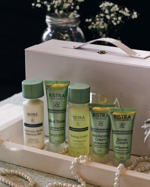 From the last weekend, attending #RistraBeautyWorkshop with @ristra.id @femaledailynetwork 💚 Its so much fun to know my skin's condition with Ristra skin check, and learn how to take care of my skin. I also got to try Ristra 4 steps cleansing skincare including cleansing, toning, moisturizing and regenerating. Super in love with the result on my skin in the first try, it feels really smooth and supple instantly ✨ #FDxRistra #FemaleDailyNetwork