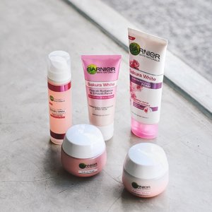 [GIVEAWAY] Have you read my latest blog about Garnier Sakura White skincare review? I love how it perfectly moisturizes and brighten my skin tone, also help reducing the appearance of my large pores. Makes my skin looking clear, smooth and flawless pinkish radiance 💗 . And the GOOD NEWS is, @garnierindonesia and @femaledailynetwork are giving away Garnier Sakura White Day Cream for my special followers, just drop your email on the comment box below and the lucky one will be contacted soon! . #garnier #garnierindonesia #femaledailynetwork