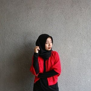 Red for the spirit soul. 🔥✊ . . . . . #diaryhijaber #lookbook #lookbookindonesia #bloggerstyle #fashionblogger #clozetteid #데일리룩 #패션 #옷스타그램 #패션블로거 #인도네시아