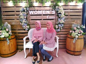 So Cutie Booth of #KompasWomensCorner  2018 I can't stop to take a picture here.....Thanks for the fotographer to take photo of us#latepost#KompasWomensCorner#clozette#clozetter#clozetteid