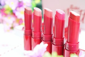 Dear ladies, who's enough with 1 lipstick? Ga ada kaaaann??Jadi gapapa dong aku sebar racun baru? Okey gapapa banget yaa 🤗Ini dari Fanbo Matte Sense Lipstick yang punya 10 warna super cantik 😍What I love about these lipstick?Matte finished but hydrating your lips 👌Quite long lasting 👌Affordable 👌And you can see my other thought on my blog yaa. Make sure you open bit.ly/cindy-mattefanbo or just click active link on my bio 💋#Beautiesquad #BeautiesquadXFanbo #FanboCosmetics #lipstickmattefanbo #makeuphaul #makeupjunkie#blog #blogging #blogger #dailylife #dailymakeup #beautyproduct #beautyreview #igdaily #beautyblogger #like4like #bloggerindo #bloggerswanted #bloggerstyle #bloggerlife #bloggerlifestyle #indobeautygram #beautybloggerindonesia #bloggerlife #bloggerindonesia #clozetteid  #makeupobsessed#feature_my_makeup_art