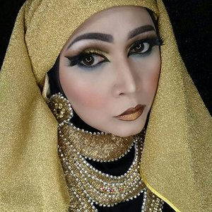 Cleopatra inspired makeup using @juviasplace nubian2, eyeliner @motivescosmetics , eyebrows @anastasiabeverlyhills dipbrow pomade in ebony.  #makeupbyedelyne  #cleopatramakeup  #juviasplace  #makeupinspiration  #makeupartist #makeupartistworldwide  #makeupmafia  #wakeupandmakeup  #clozetteid #starclozetter  #atomcarbonblogger  #emak2blogger #anastasiabeverlyhills