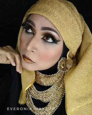Cleopatra inspired makeup using @juviasplace nubian2.  #makeupbyedelyne  #cleopatramakeup  #juviasplace  #makeupinspiration  #makeupartist #makeupartistworldwide  #makeupmafia  #wakeupandmakeup  #clozetteid #starclozetter  #atomcarbonblogger  #emak2blogger