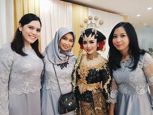 I'm super happy for you kakafebs @feby.rachman and @amal_najib 😘😘😘 Duh, aku suka suka suka banget sama makeup kamu kaaak @feby.rachman 😍😍😍 so stunning ❤❤❤ #latepost #javanese #javanesewedding #allseebee #clozetteid